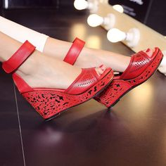 (63.78$)  Watch now - http://aibwi.worlditems.win/all/product.php?id=32799996955 - Thick Bottom Slope Heels Sandals For Women 2017 Summer New Open-toed Wedges   High Quality Red White Cowhide Carving Design