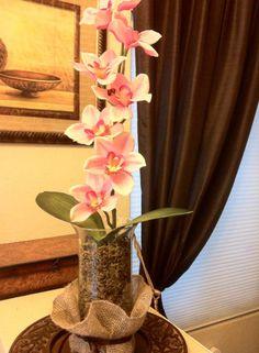 orquideas color rosa con un detalle de yute                                                                                                                                                     Más