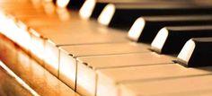 """SOPRANO CAROL MORAES E THIAGO FREITAS AO PIANO NESTA SEGUNDA  Nesta segunda-feira, 17 de outubro, às 20 hs, acontecerá no Teatro Rondon Pacheco, às 20 hs, um recital de música erudita brasileira intitulado """"Brasilidades – A Música Erudita Nacional"""", com a soprano Carol Moraes e Thiago Freitas ao piano.  http://roteirouberlandia.com.br/soprano-carol-moraes-e-thiago-freitas-ao-piano-nesta-segunda/"""