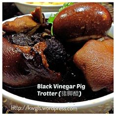 INTRODUCTION Black Vinegar Pork Trotter is a traditional confinement food for the Cantonese. Chinese believed that the dish would boost post natal immunity to the body and heat's up the body of the… Pork Trotter Recipe, Trotters Recipe, Pork Recipes, Cooking Recipes, Yummy Recipes, Confinement Food, Pork Hock, Cantonese Cuisine, Asian Pork