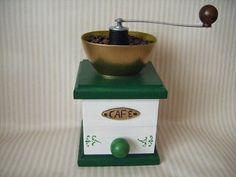 Molinillo de café decorativo en madera. http://tumuebleconsolajvg.webs.tl