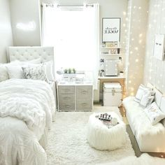 awesome college bedroom decor ideas and remodel 18 College Bedroom Decor, Bedroom Decor For Teen Girls, Girl Bedroom Designs, Room Ideas Bedroom, Small Room Bedroom, Student Bedroom, Cute Dorm Rooms, Stylish Bedroom, Aesthetic Room Decor