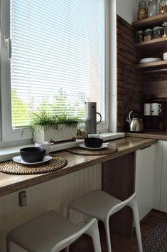 Galley Kitchen Design, Small Kitchen Layouts, Kitchen Room Design, Kitchen Redo, Interior Design Kitchen, Kitchen Remodel, Yellow Kitchen Decor, Home Decor Kitchen, Home Kitchens