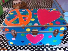 I need this for Bree as her keepsake trunk! So where can I find a trunk to decorate?