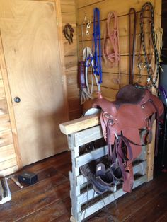 Saddle rack made out of pallet and wood post. Easy to make and can get much more creative. For the horse barn :)