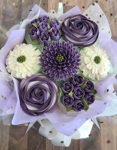 Flower Cupcake Cake, Cupcake Flower Bouquets, Cupcake Piping, Cupcake Cake Designs, Cupcake Cakes, Cake Decorating Frosting, Creative Cake Decorating, Cake Decorating Videos, Cake Decorating Techniques