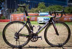 Image from https://cellardoorfam.files.wordpress.com/2015/02/2015-bikeporn-world-bike-tour-tour-de-france-giro-lampre-merida_s-reacto-evo.jpg.