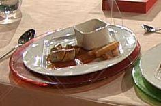 Hausgemachte Currywurst mit frischen Pommes frites und Mayonnaise á la Kotaska - kochbar.de #Currywurst #Pommes #FastFood