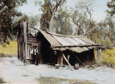 Gold diggers' slab huts, King Parrot Creek, Victoria, Australia Old Buildings, Abandoned Buildings, Perth Australia, Victoria Australia, Wattle And Daub, Colonial Cottage, Natural Homes, Old Farm Houses, Australian Homes