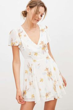 Kimchi Blue Sarah Flutter Sleeve Chiffon Mini Dress