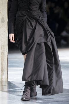 Yohji Yamamoto at Paris Fashion Week Fall 2017 - Details Runway Photos