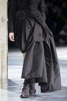 Yohji Yamamoto at Paris Fashion Week Fall 2017 - Details Runway Photos