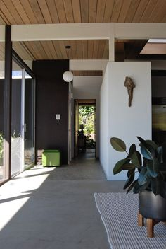 A Midcentury Modern Eichler Original is part of Mid century modern house - Your home for all things Design Home Tours, DIY Project, City Guides, Shopping Guides, Before & Afters and much Timber Ceiling, Wooden Ceilings, Ceiling Beams, Casa San Sebastian, Appartement Design, Interior And Exterior, Interior Design, Polished Concrete, Entry Foyer