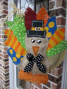 I LOVE this burlap turkey. I may just try and make one this week!