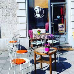 Galerie-Café Käthe Gebsattelstraße 34 81541 München  #cafe #spring #frühling #lovemuc #munich #münchen #muenchen #minga #germany #deutschland Foto: @muctraveller by muenchen