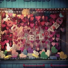 paperedthoughts: A Valentines Day Window.