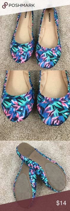 Sonoma Flats Sonoma flats, only worn once. Look brand new! Tropical design, great for spring 🌸 size 7.5 Sonoma Shoes Flats & Loafers
