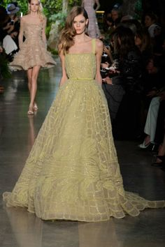 A look from Elie Saab couture spring Photo: Imaxtree. Elie Saab Couture, Couture 2015, Spring Couture, Elie Saab Printemps, Runway Fashion, Fashion Show, Fashion Trends, Robes Glamour, Vestidos Fashion