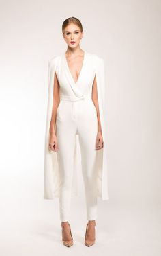 Jumpsuit Wedding Dresses Ideas 4 A modern minimalism jumpsuits make a fresh statement for brides on their wedding day. Make Brides fuss free and on her wedding day, They want something simple, but elegant. A bridal jumpsuit is a c… Cape Jumpsuit, Short Jumpsuit, White Jumpsuit Formal, Wedding Pantsuit, Civil Wedding Dresses, Wedding Jumpsuit, Prom Jumpsuit, Jumpsuits For Women, Jumpsuits For Weddings