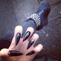 Stiletto nails spice up your look with these edgy sophisticated black and silver glitter stiletto nails gorgeous <33 :**