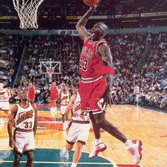 We finish out the weekend with some classic Michael. Show us your Air Jordan with Mike Jordan, Jordan Bulls, Michael Jordan Chicago Bulls, Michael Jordan Basketball, Michael Jordan Dunking, Magic Johnson, Slam Dunk, Kevin Durant, Lebron James