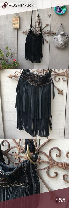 """LUCKY BRAND Genuine Leather Boho Bag LUCKY BRAND Black Leather Fringed Bag!! So Boho Chic!! 39"""" from top of strap to bottom of fringe. 20"""" drop from shoulder to top of bag. Bag is 10"""" x 11"""" x 2"""". Perfect condition 🌸 Lucky Brand Bags Shoulder Bags"""