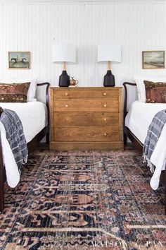 Home Bedroom, Modern Bedroom, Girls Bedroom, Bedroom Decor, Twin Bedroom Ideas, Modern Farmhouse Bedroom, Twin Bed Room, Rug For Bedroom, 2 Twin Beds