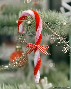 Pipe cleaner candy cane ornaments - add a tag with a verse or customized note and these would make special gifts
