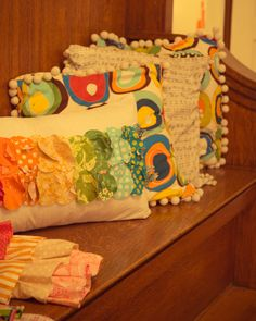 make pillow with fabric circles