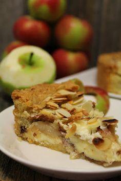 Kakkuviikarin vispailuja!: Mantelinen omenapiirakka