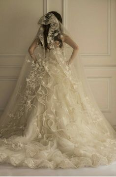 Wedding gown made by Egyptian French designer Yasmine Yeya        *****Maison Yeya*****
