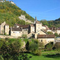 Le Portail de Gîtes, de Meublés de Tourisme & de Chambres d'Hôtes http://www.trouverunechambredhote.com/ a décidé de vous faire mieux connaître les Villes & Villages de France, aujourd'hui nous nous rendons à BAUME LES MESSIEURS dans le Département du JURA.