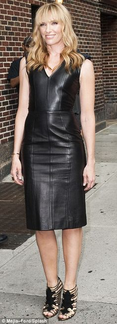 A breath of fresh air! Toni Collette looked hotter than ever as she left a taping of The Late Show With David Letterman in New York on Thurs. Black Leather Dresses, Leather Skirts, Leder Outfits, Look Fashion, Womens Fashion, Leather Fashion, Suits For Women, Elegant, Dress Outfits