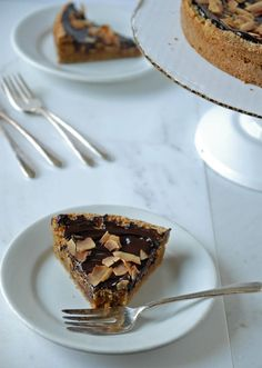 Chocolate Ganache Topped Sugar Cookie Pie - The Frosted Vegan Vegan Tarts, Vegan Cheesecake, Cookie Pie, Round Cake Pans, Chocolate Ganache, A Food, Food Processor Recipes, Sweet Tooth, Sweets