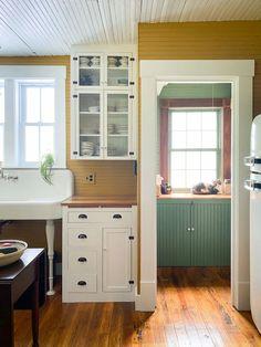 Unfitted Kitchen, Farmhouse Sink Kitchen, Home Decor Kitchen, Kitchen Design, Kitchen Colors, Kitchen Ideas, Cabin Kitchens, Cottage Kitchens, Victorian Kitchen