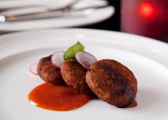 Aloo ki tikki recipe with step by step photos and video is a popular snack all over Asia. The perfect Aloo Tikki is crisp outside and soft inside. Aloo Tikki Recipe, National Dish, The Dish, Baked Potato, Crisp, Appetizers, Beef, Snacks, Dishes