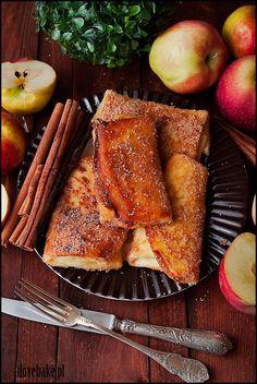Naleśniki z jabłkami w posypce cukrowej z cynamonem - przepis - I Love Bake Pancakes, French Toast, Food And Drink, Sugar, Apple, Breakfast, Gastronomia, Apple Fruit, Morning Coffee