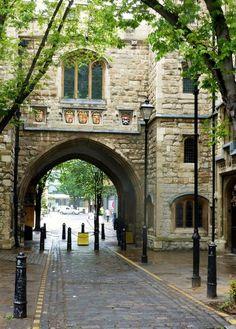 St. John's Gate Islington, London, England   by cherigrace http://kerosabermais.com/st-johns-gateislington-london-england-by-cherigrace/