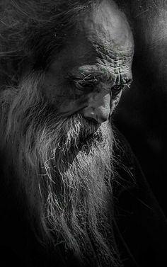 Portrait Male, Old Man Portrait, Pencil Portrait, Black And White Portraits, Black And White Photography, Old Faces, Charcoal Art, Charcoal Drawing, Interesting Faces