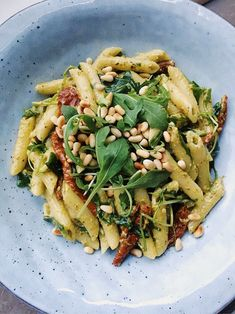 Pasta with avocadopesto & sundried tomatoes - Ruccola Salat Rezepte salat tomaten Veggie Recipes, Wine Recipes, Vegetarian Recipes, Cooking Recipes, Healthy Recipes, Food Porn, Luxury Food, Good Food, Yummy Food