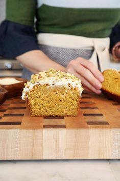 Browned Butter Carrot Loaf Cake - as easy as banana bread just without the bananas // joy the baker Carrot Cake Loaf, Loaf Cake, Carrot Cakes, Baking Recipes, Dessert Recipes, Desserts, Bread Recipes, Joy The Baker, Roasted Almonds
