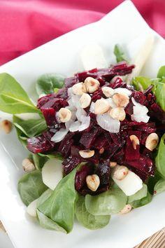 Bietjessalade met peer, ui en hazelnoten #Avogelrecepten