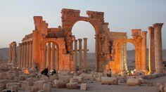 Syrian activists said Islamic State militants have destroyed a nearly arch in the ancient city of Palmyra, the latest victim in the group's campaign to destroy historic sites across the territory it controls in Iraq and Syria. Palmyra Temple, Palmyra Syria, Roman Era, What The World, Ancient Ruins, Ancient History, Ancient Artifacts, Ancient Rome, Old City