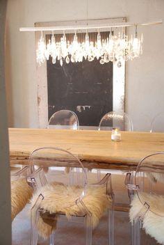 Pourquoi Choisir La Chaise Design Transparente Raisons En - Chaises en bois conforama pour idees de deco de cuisine