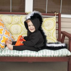 Make the cutest ever skunk costume this Halloween! This DIY toddler skunk costume is shockingly easy and way too cute to pass up. Funny Kid Halloween Costumes, Easy Homemade Halloween Costumes, Craft Projects For Kids, Halloween Projects, Joann Fabrics, How To Make, Sewing, Feather, Animals