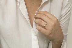 Anel Duas Pérolas / Ring Two Pearls - Feito para quem ama pérolas mas prefere uma proposta menos clássica de anel. #joiasliê