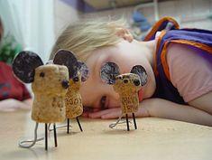 8 manualidades infantiles con corchos 8 manualidades infantiles con corchos. Divertidas manualidades infantiles con corchos para hacer: barcos, caballos, dragones, circo de juguete y mucho más.