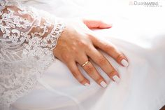 Making of Noiva - Unhas, alianças Wedding Shoot, Wedding Details, Photographs, Wedding Photography, Poses, Bride, How To Make, Silver Anniversary, Marriage Pictures