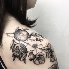 1,617 отметок «Нравится», 12 комментариев — tattoo artist (@v.shevchenkottt) в Instagram: «Punica Granatum for @yanush.mommy #vshevchenko #blacktattoo #dotwork #blackwork #blxckink…»