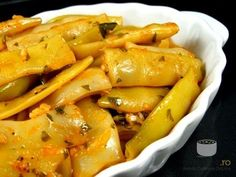 Pastai scazute cu usturoi Read Recipe by auroraga Veg Dinner Recipes, Vegetable Recipes, Vegetarian Recipes, Cooking Recipes, Cold Vegetable Salads, Romanian Food, Romanian Recipes, Good Food, Yummy Food